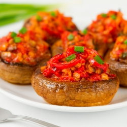 Champiñones Rellenos de Atún y Tomate.
